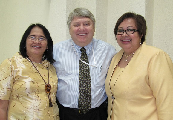 Rich Roberts,  in Cancun 2010 with Filipino leaders Zorayda